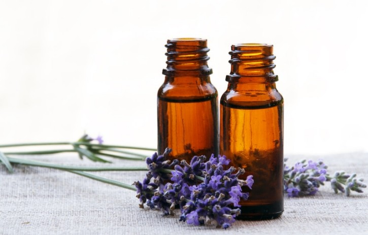 Lavender-Essential-Oil-Uses-for-725x463 (1).jpg